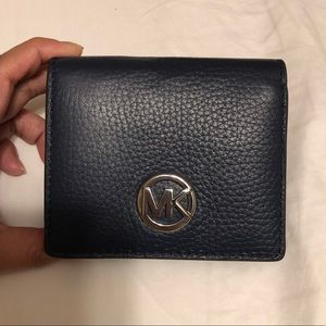 🔥 NWT Michael Kors navy blue wallet